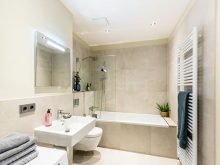 Comfy double bedroom in a 2-bedroom apartment near U Frankfurter Tor metro station