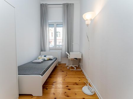 Lovely single bedroom in a 4-bedroom apartment