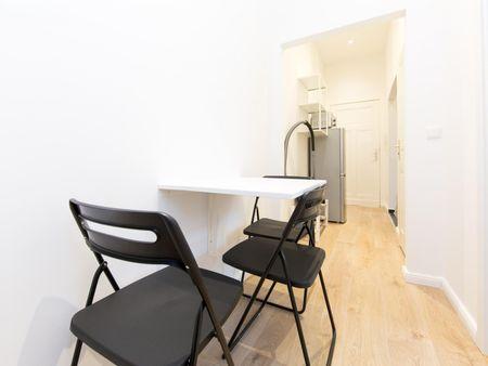 Cozy single bedroom in a 3-bedroom apartment near Bundesplatz transport station
