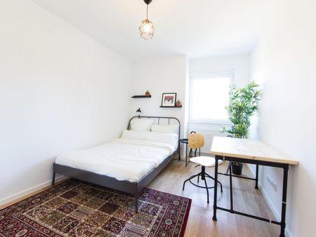 Bright double bedroom in a 2-bedroom apartment near Nöldnerplatz transport station