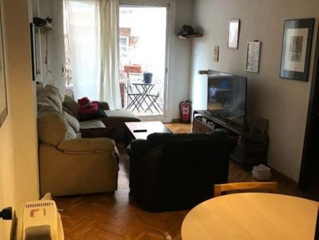 Single bedroom in a 4-bedroom apartment near Entença transport station