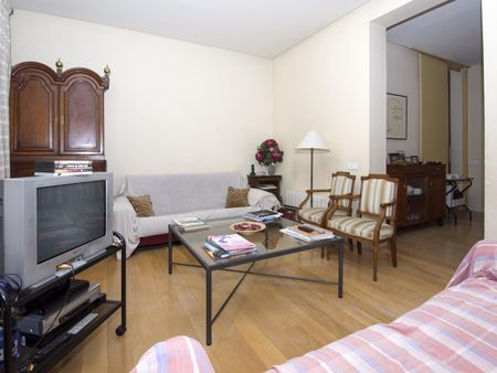 Cool looking twin bedroom close to Opera metro station
