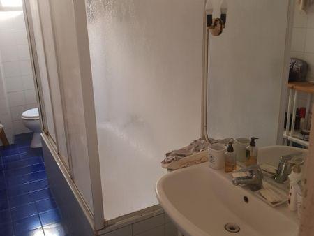 Single bedroom in 4-bedroom apartment, near the Lepanto metro