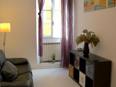 three-room apartment located in the historic center of Rome, Trastevere