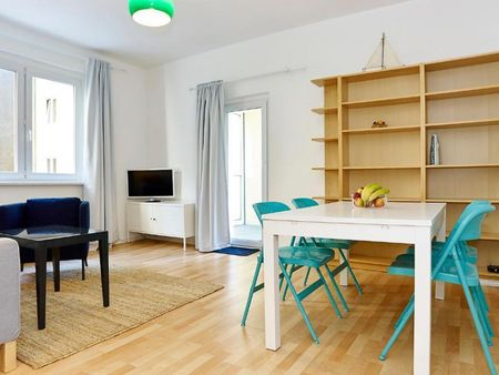 Bright 2-bedroom apartment with balcony, fully equipped kitchen
