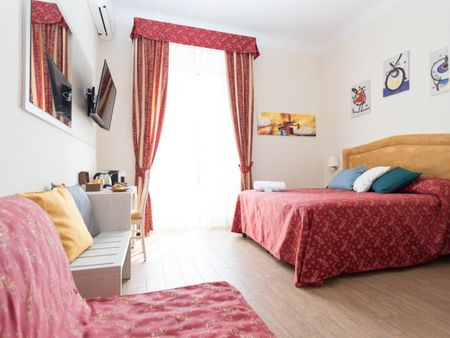 Double ensuite bedroom in a 5-bedroom apartment near Villa Borghese