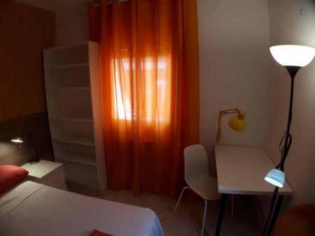 Cosy double bedroom in a 4-bedroom apartment, near the Vista Alegre metro