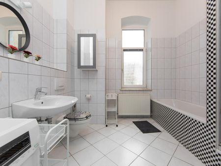 Cool single bedroom in a 5-bedroom apartment near U Frankfurter Tor transport station