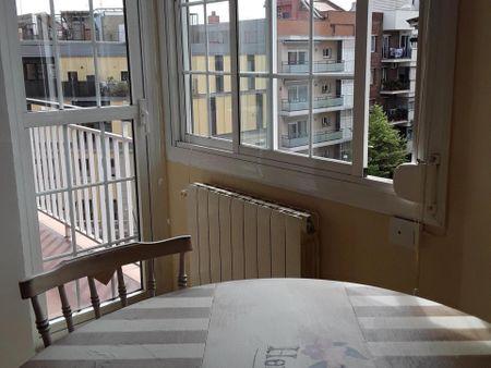 Single bedroom in well-linked El Guinardó