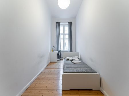 Beautiful single bedroom in a 3-bedroom apartment near Leise- Park