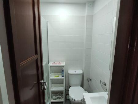 Habitación doble en un piso de 5 habitaciones
