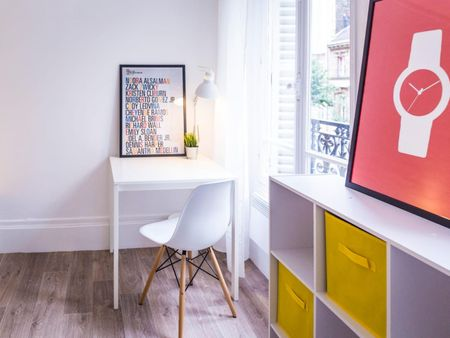 Alluring double bedroom in a student flat, in Batignolles