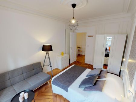 Admirable double bedroom in well-linked Ternes