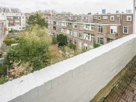 Charming double bedroom with a balcony, in Blijdorp