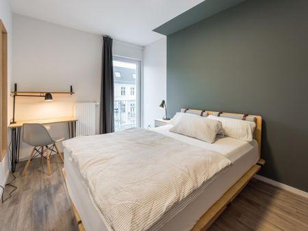 Bright double bedroom in Westlandgracht