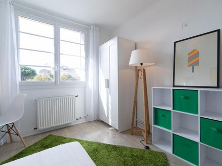 Nice double bedroom in a 4-bedroom apartment near Saint Agne-SNCF transport station