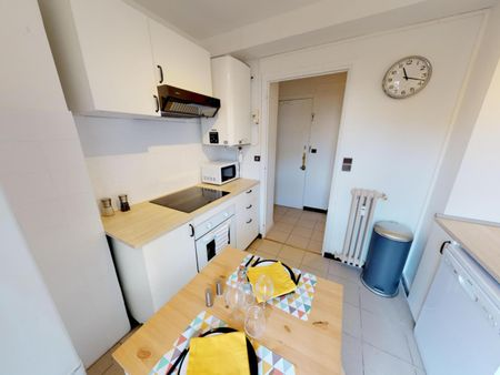 Cool double bedroom in a 4-bedroom apartment near Université Toulouse 1 Capitole