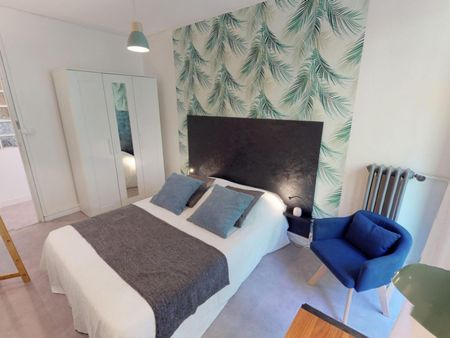 Charming double bedroom in a 3-bedroom apartment near Compans-Caffarelli transport station