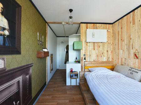 Charming double ensuite bedroom in a hostel, in Hoofddorppleinbuurt