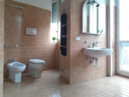 Very neat double bedroom in Navigli