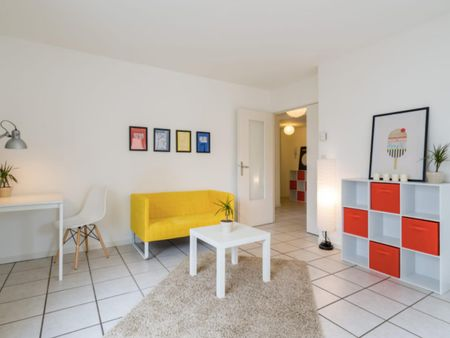 Large double bedroom in a student flat, near the Debourg metro