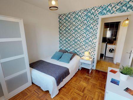Inviting double bedroom in a student flat, near Faculté de Médecine Lyon Est