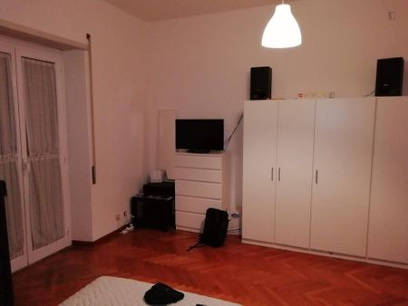 Cool double bedroom in a 4-bedroom flat near Marconi Metro