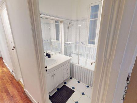 Elegant single bedroom in Gros-Caillou
