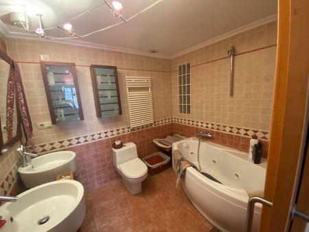 Charming double ensuite bedroom, in La Petxina