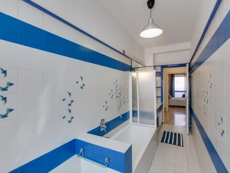 Nice double bedroom in a 5-bedroom flat in Washington area