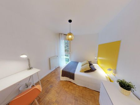 Neat and cosy double bedroom in Villette Gare