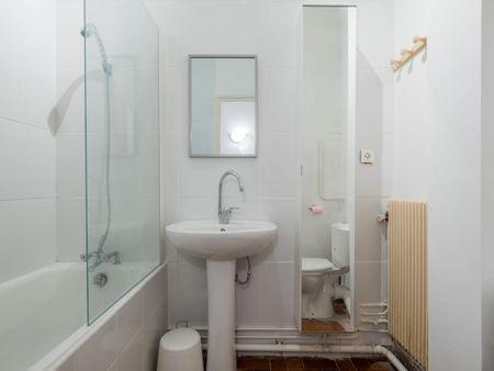 Delightful double bedroom in Saint-Georges