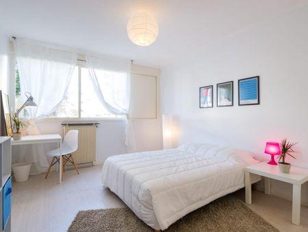 Luminous double bedroom in Villette Gare