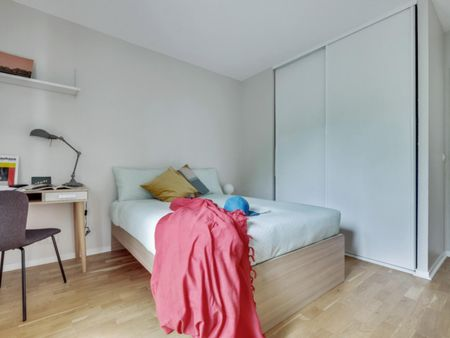 Elegant double bedroom in well-linked Issy-les-Moulineaux