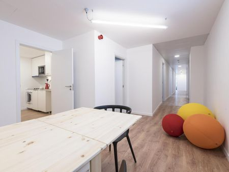 Ensuite bedroom in Student Residence - Alvalade