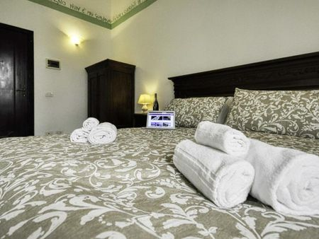 Double ensuite bedroom in a 2-bedroom apartment near Frascati train station
