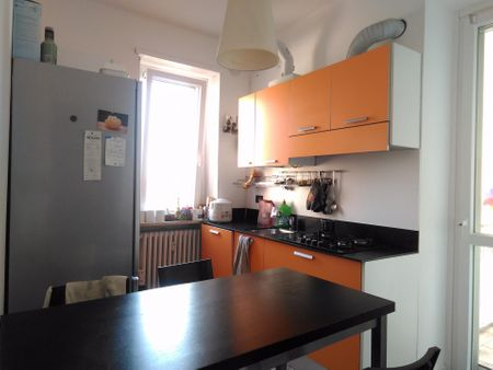 Double bedroom in a 3-bedroom apartment near Romolo metro station