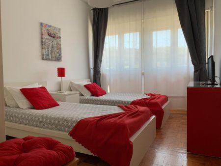 Neat double ensuite bedroom in Benfica