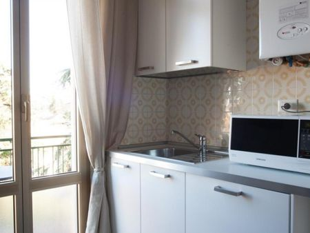 Cool double bedroom in a 3-bedroom apartment near Bologna Rimesse train station