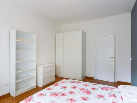 Nice double bedroom in a 5-bedroom apartment near Roma Trastevere Railway Station