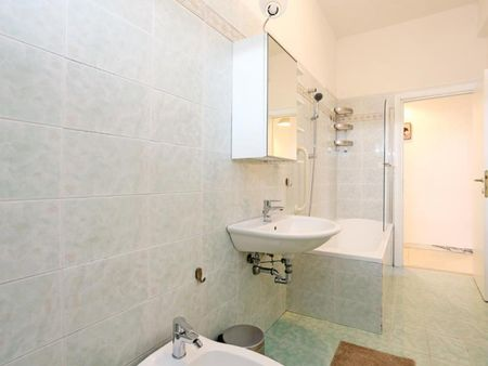 Comfy double bedroom in a 5-bedroom apartment near Gemelli train station