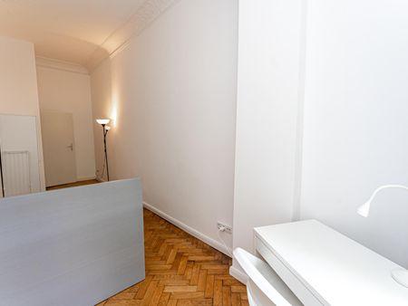 Snug single bedroom in a 5-bedroom apartment near Warschauer Straße transport station