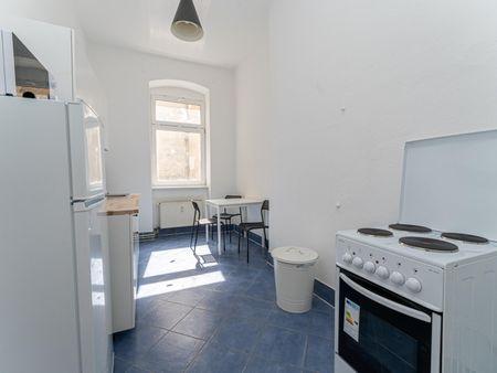 Comfortable single bedroom in a 3-bedroom apartment near Warschauer Straße transport station