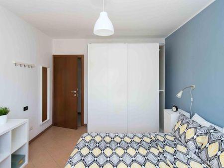 Interesting double bedroom in San Donato