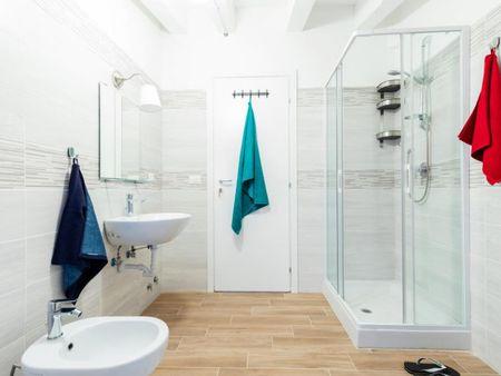 Alluring double bedroom near Porta Santo Stefano