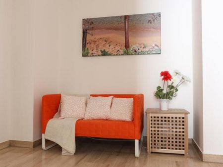Alluring double bedroom in a 5-bedroom apartment near Milano Dateo train station