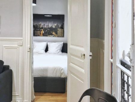 Inviting 1-bedroom apartment in the Invalides district