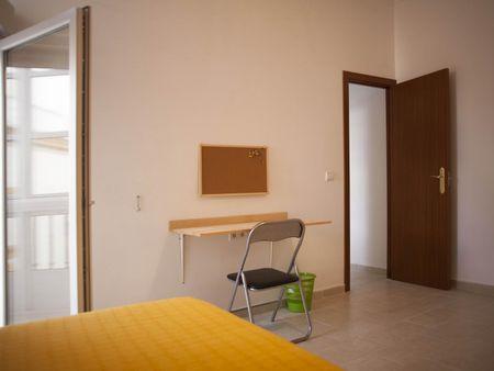 Fabulous single bedroom set close to several universities