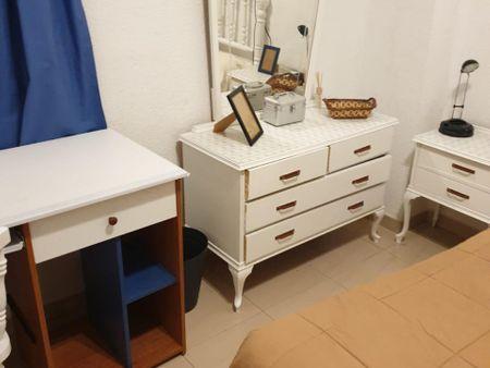 Double bedroom in a 4-bedroom apartment near Campus Universitario de Ponferrada