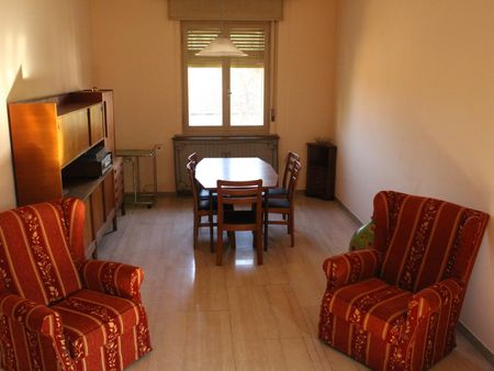 Single bedroom in a 4-bedroom apartment near Arco di Augusto